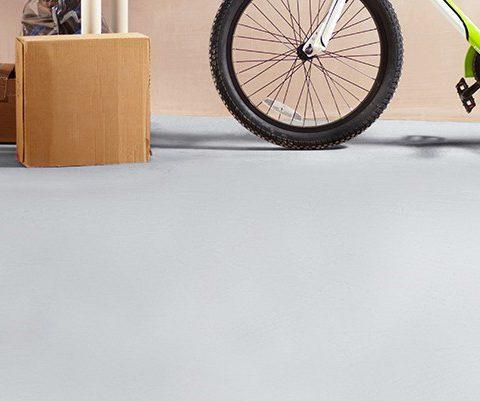 Pitturare il pavimento del garage